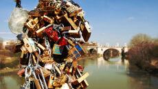Wojna o kłódki na moście. Burmistrz kontra zakochani