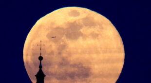 Superksiężyc na świecie (PAP/EPA)